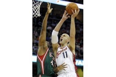 """NBA lyderis su Ž.Ilgausku įveikė """"Bucks"""" krepšininkus"""