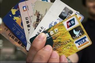 Už kurą bandė sumokėti suklastota kortele