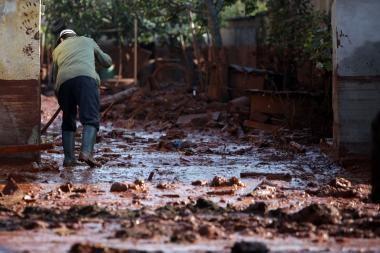 Vengrijoje kilus naujam dumblo nuotėkio pavojui evakuotas visas miestelis