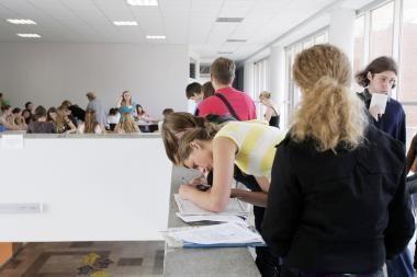 Studentai įspėjami dėl neteisėtų akademinių skolų
