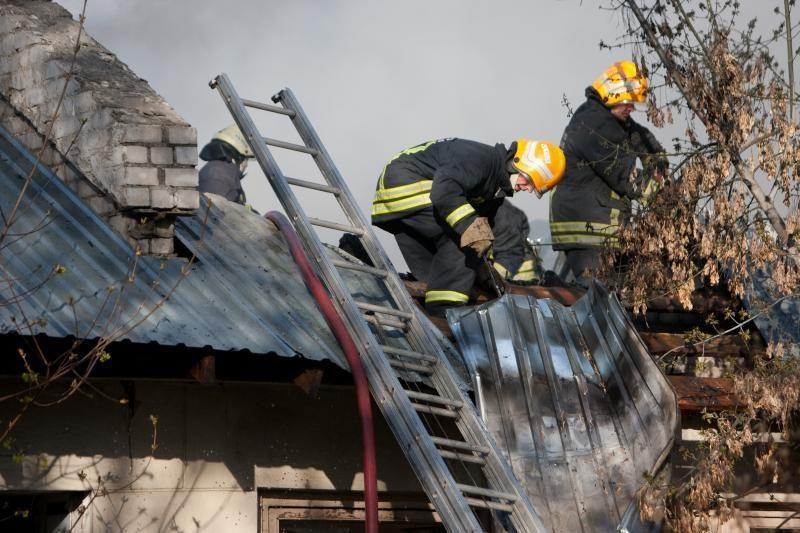 Biržų rajone sudegė ūkinis pastatas su derliumi