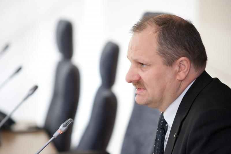 Komisija prašo Seimo verdikto, tuomet spręs dėl K.Komskio