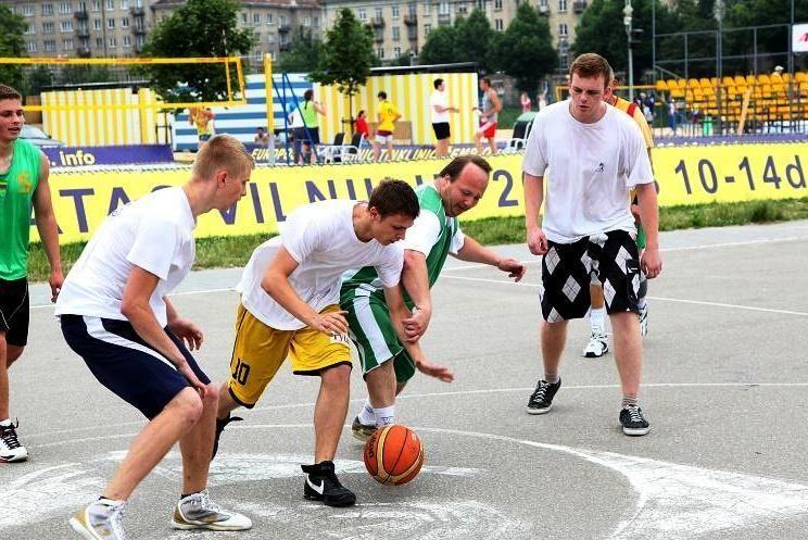Vilniečiai rungėsi krepšinio aikštelėse ir prie stalo teniso