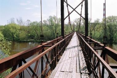 Nuo Lazdynų tilto bandyta pavogti kabelį