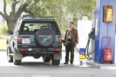 Sumažėjo naftos ir degalų kainos
