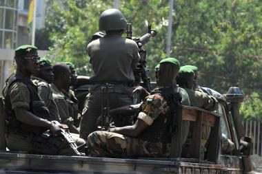 Gvinėjos laikinasis prezidentas paskelbė nepaprastąją padėtį