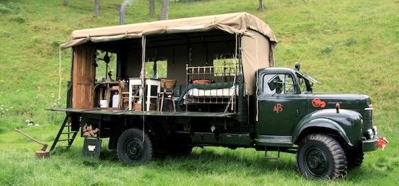 Škotijoje įkurtas viešbutis sename sunkvežimyje