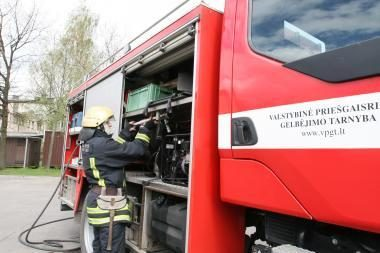 Dėl dujų įrangos gedimų užsidegė BMW