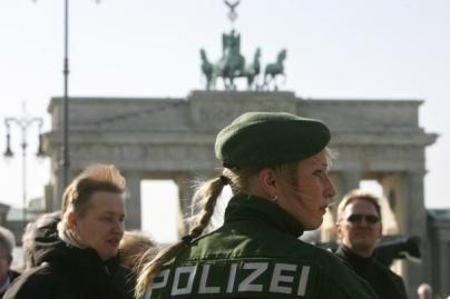 Vokietijos policininkėms - specialios liemenėlės