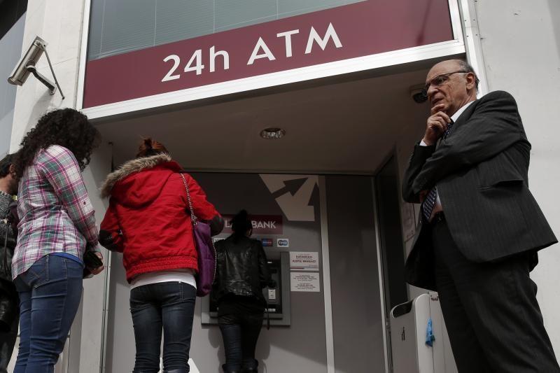 Kipro bankai lieka uždaryti, pasaulio rinkose tvyro nerimas