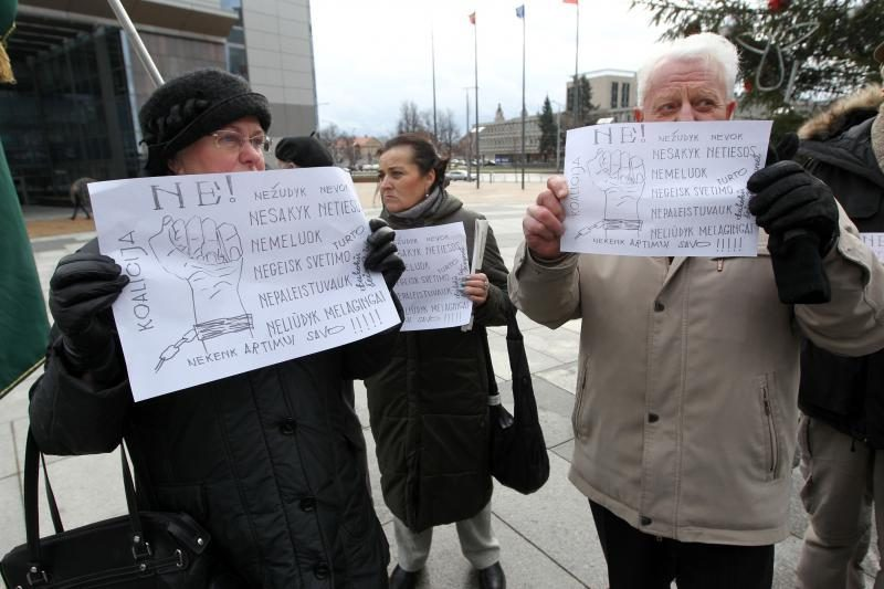 Prie savivaldybės – protestas prieš A.Zuoko savivalę