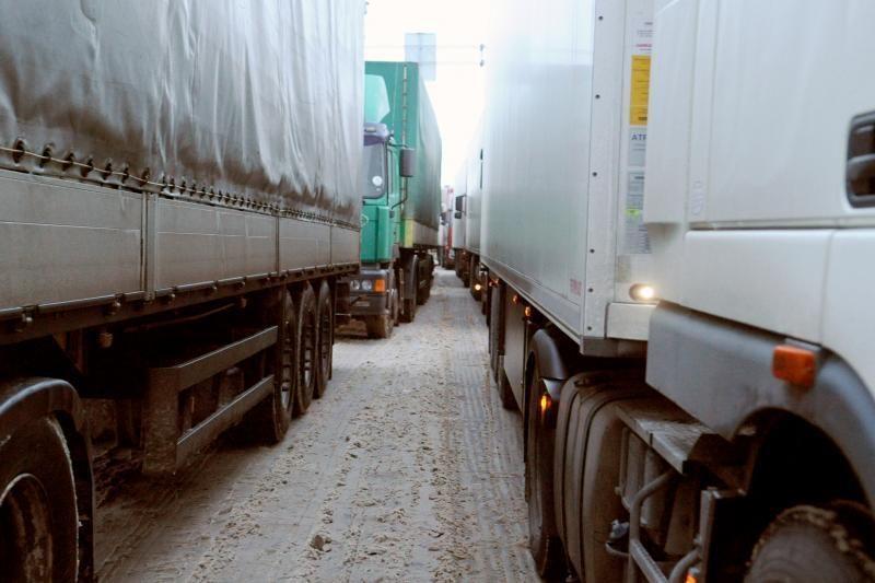 Baltarusijos-Lietuvos pasienyje - kilometrinės sunkvežimių eilės