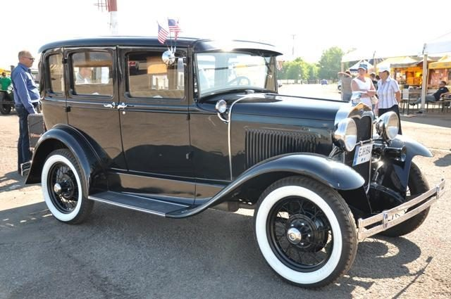 Sostinėje - klasikinių automobilių paroda