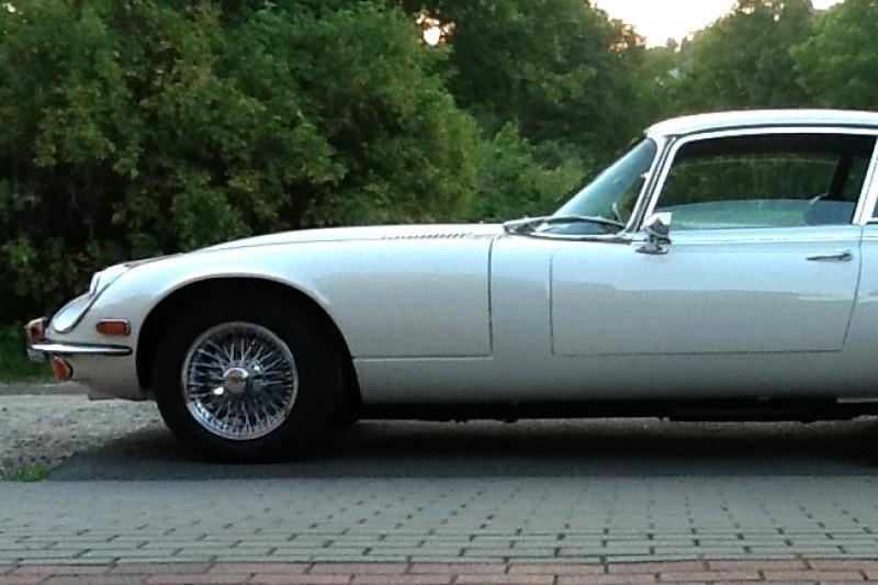 """Klaisikinių automobilių konkursą laimėjo """"Jaguar E-Type"""""""