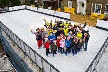 Kalėdų tėvelis: britas savo sode įrengė 25 m ilgio čiuožyklą