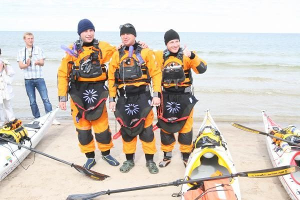 Baltijos jūrą baidarėmis klaipėdiečiai tikisi įveikti per keturias paras