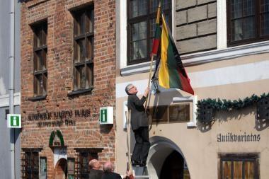Kaune suplevėsavo gedulo vėliavos