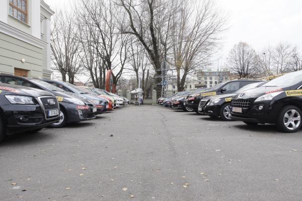 Naujų automobilių rinka smuko 67 procentais