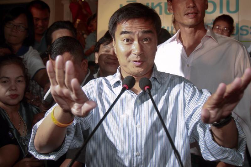 Buvusiam Tailando premjerui bus pateikti kaltinimai dėl nužudymo
