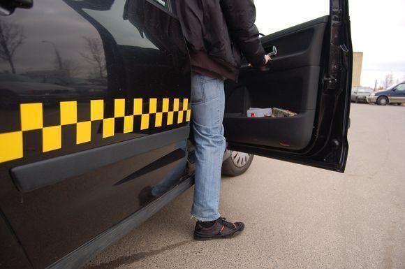 Teismas leido suimti sostinės taksi vežėjų asociacijos vadovą