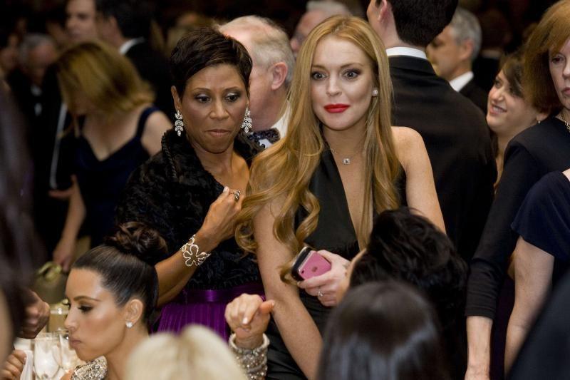 Holivudo žvaigždutė Lohan nusifotografavo žurnalui su savo advokate