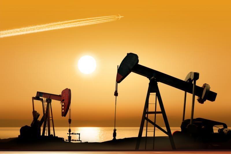 Naftos kainos pasaulio rinkose traukia žemyn