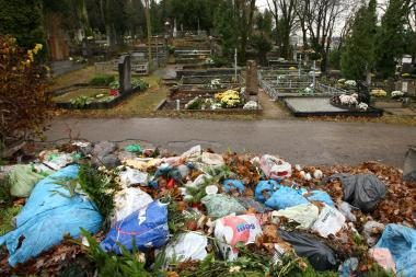 Šiukšles kapinėse paslėps sniegas