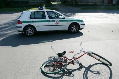 Žuvo pėsčioji ir dviratininkė