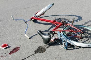 Mirė partrenktas dviratininkas