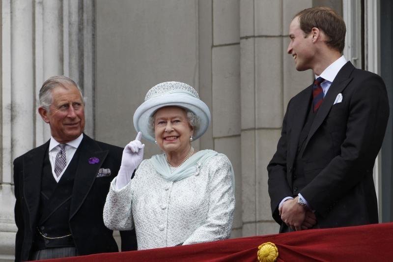 Karalienė Elizabeth II kreipėsi į ją sveikinančius žmones