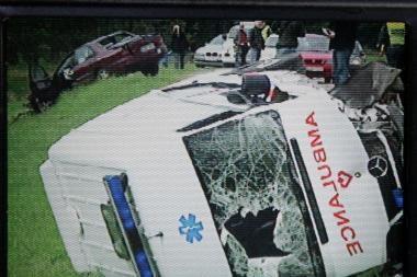Kauno rajone apvirto greitosios pagalbos automobilis