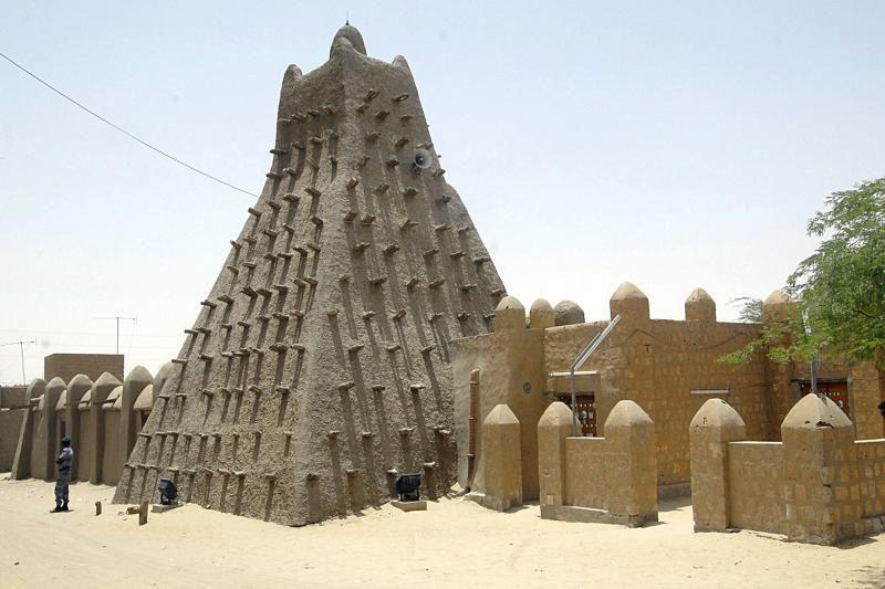 Ginkluoti islamistai naikina Tombuktu miesto religines šventoves