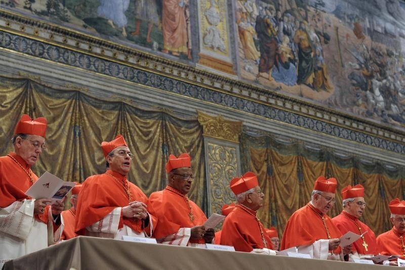 Pasauliui laukiant popiežiaus, visų akys nukreiptos į Vatikano kaminą