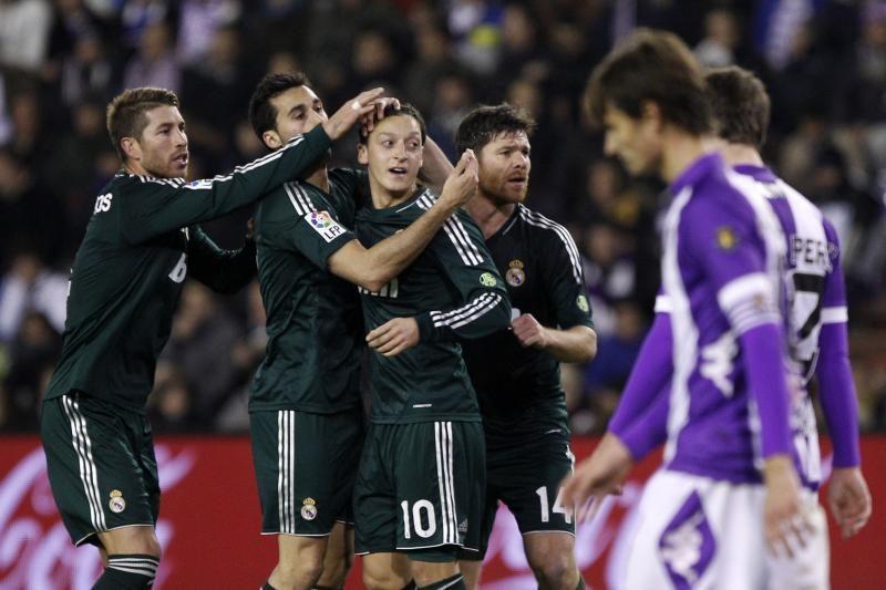 M. Ozilas paneigė gandus dėl nuolatinių žaidėjų pykčių su J. Mourinho