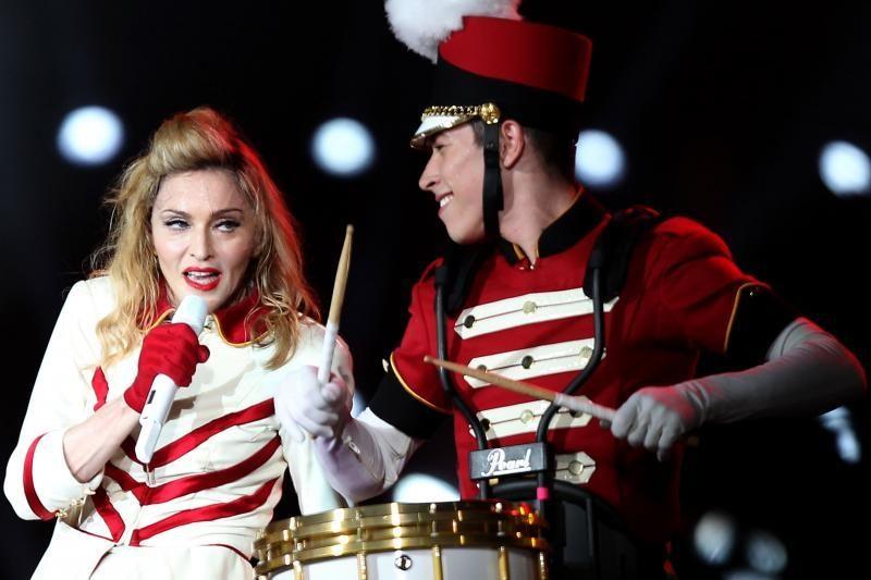 Madonna toliau demonstruoja apnuogintą kūną per savo gastroles