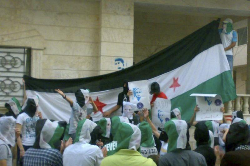 Susirėmimų metu Sirijos sukilėliai nukovė 16 karių