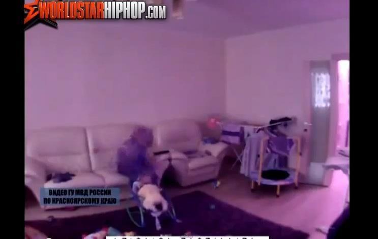 Slapta kamera nufilmuoti šokiruojantys kadrai, kaip auklė muša kūdikį