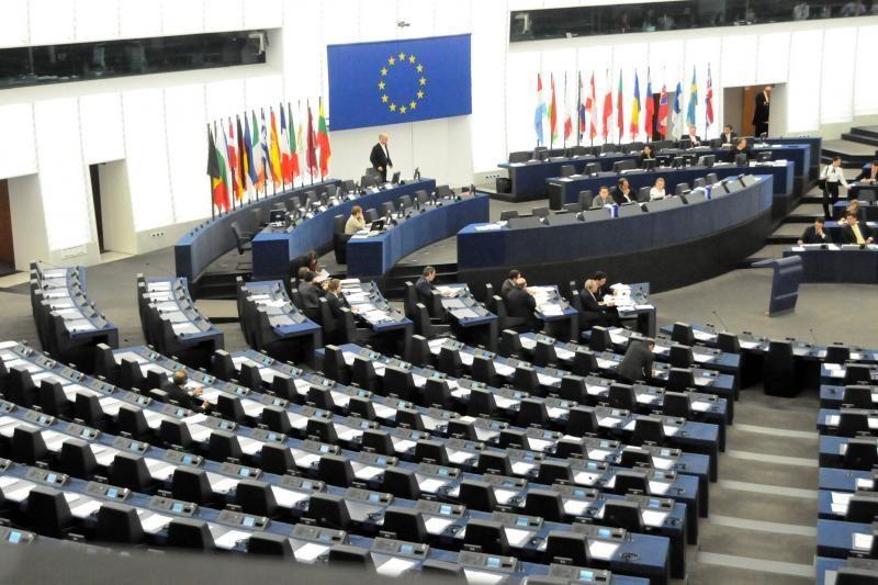 Siūloma nuo 12 iki 11 mažinti Lietuvos europarlamentarų skaičių