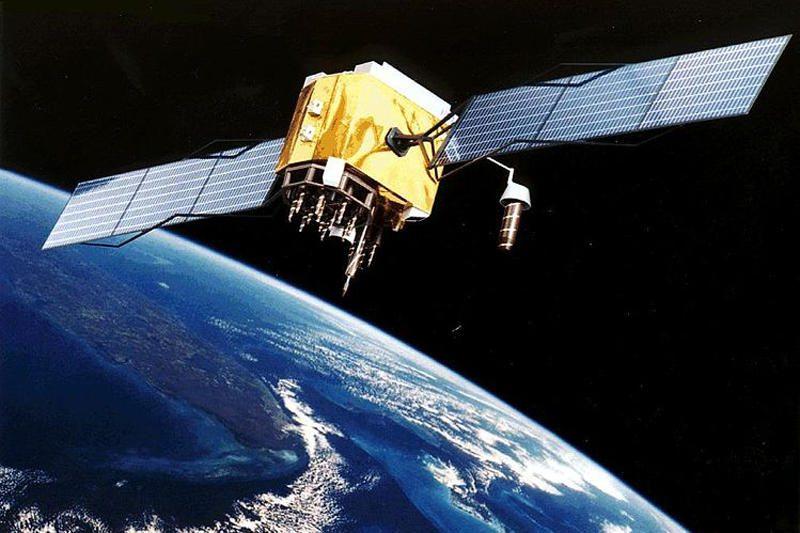 """Kosmoso šiukšlės: šveicarai kurs """"palydovą sanitarą"""""""