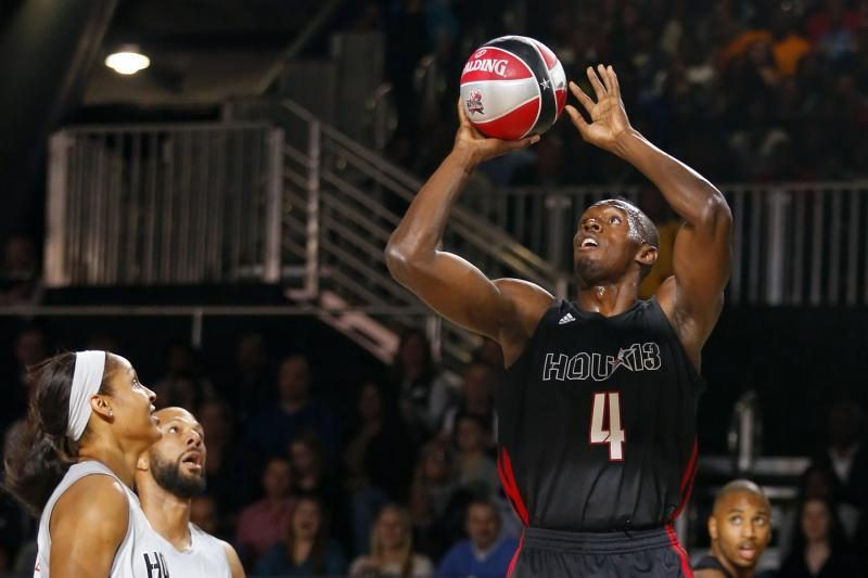 NBA įžymybių rungtynėse – sprinterio U.Bolto dėjimas