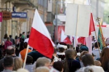 Lenkai ragina kitas tautines mažumas ginti neva pažeidžiamas savo teises