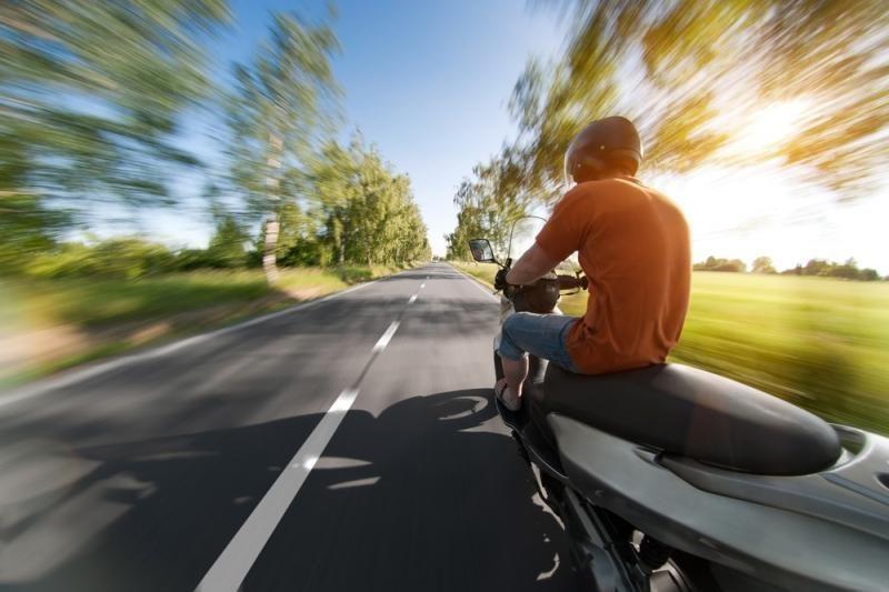 Ligoninėje mirė per avariją sužeistas mopedo vairuotojas