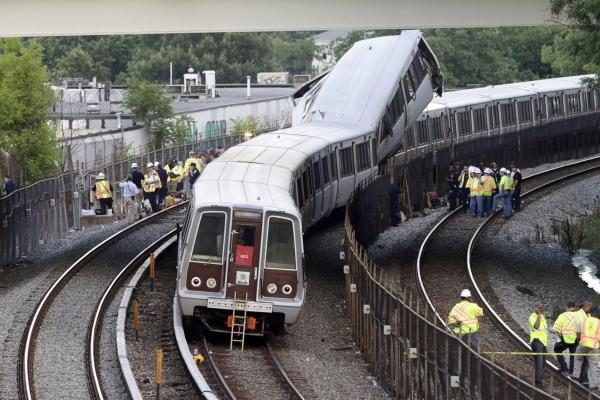 Belgijoje susidūrus dviem traukiniams žuvo mažiausiai 12 žmonių (papildytas)