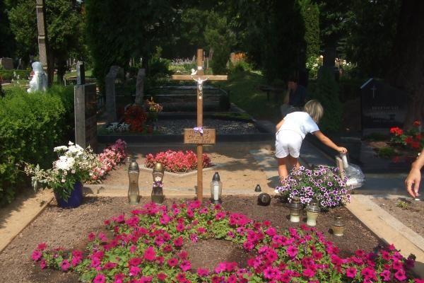 Leeds lietuviai reiškia paramą D.Kedžio dukrai