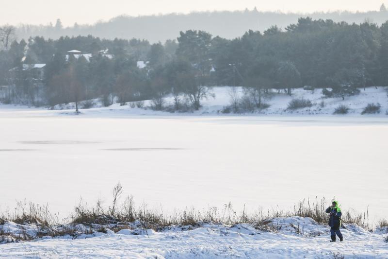Gelbėtojai perspėja: nelipkite ant ledo, pavojinga