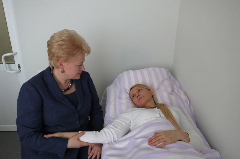 Ukrainos opozicijos lyderė Julija Tymošenko sutinka tęsti gydymą