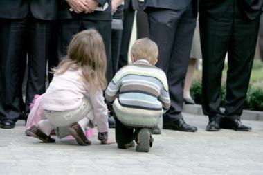 Tėvai protestuos prie Vyriausybės, nors jiems neleista (papildyta)