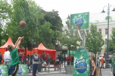 Gedimino prospekte liejasi jaunųjų krepšininkų prakaitas
