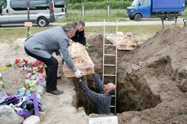 Klaipėdoje palaidoti konteineryje rasti kūdikiai (papildyta)
