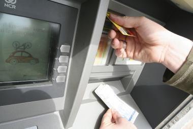Banko kortelėmis atsiskaityti Vilniaus senamiestyje – problema